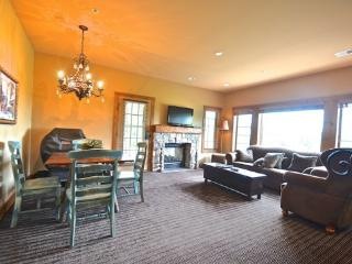 Platinum Rated 2BR Creekside Condo, Private Hottub, Granite Counters, Sleeps 8 - Boyne Falls vacation rentals