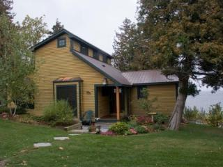 Immaculate Lake Champlain Cottage offering world class sunsets from the west shore of Lake Champlain. - North Hero vacation rentals