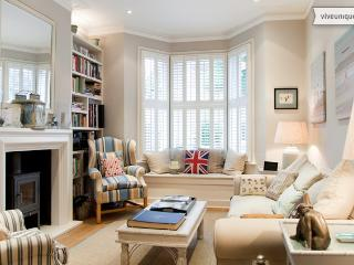 4 bed house on Fontarabia Road, Battersea - London vacation rentals