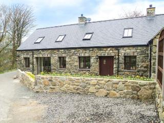 YR HEN EFAIL, woodburner, beach nearby, en-suite, modern, luxury cottage in Llwyngwril, Ref. 912433 - Fairbourne vacation rentals