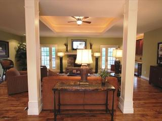 Kings Palace-Stay in this beautiful 4 bedroom, 4 bathroom villa - Branson vacation rentals