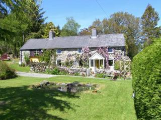 EITHIN FYNYDD stunning views, large grounds, woodburning stoves in Llanwchllyn Ref 14494 - Snowdonia National Park Area vacation rentals