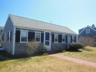 Cozy Cottage, Walk to Beach! (1587) - West Yarmouth vacation rentals