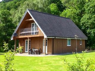 COBBLE STONES, en-suite facilities, on-site fishing, WiFi, child-friendly cottage near Strathpeffer, Ref. 904199 - Ross and Cromarty vacation rentals