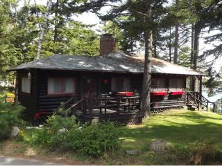 PA'S PLACE | SPRUCEWOLD | CABIN IN THE WOODS | VIEWS OF LINEKIN BAY | CLASSIC MAINE CABIN | LONG PORCH FACING THE BAY | MI - East Boothbay vacation rentals