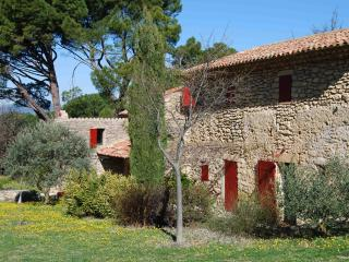 In the heart of Ansouis, a character-filled home with garden and pool - Luberon vacation rentals