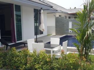 IDEAL 2BDR POOL VILLA 1.5KM FROM BEACH - Patong Beach vacation rentals