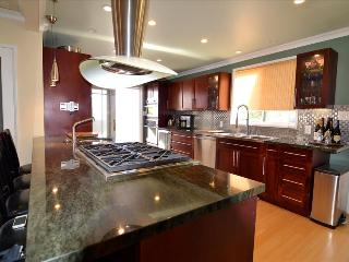Remodeled 5 bedroom home with a Jacuzzi - Newport Beach vacation rentals
