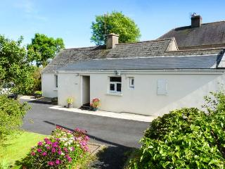 GARRANASPIC COTTAGE, all ground floor accommodation, woodburner, romantic retreat, near Ardmore, Ref 28278 - County Waterford vacation rentals