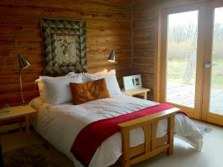 Designer inspired cabin on 20 acres in Paradise - Livingston vacation rentals