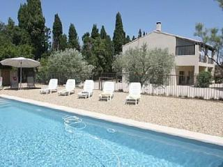 Villa St Max - 4 bedroom, private pool, A/C. - Lacoste vacation rentals