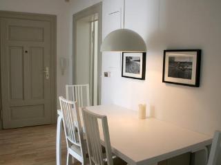 Apartment Tierpark I, 732 sqft, underground, wifi - Munich vacation rentals