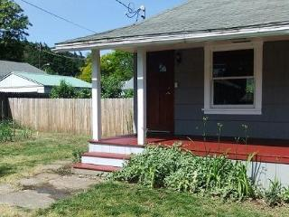 Pet-friendly, in-town Mosier, 5 min to Hood River - Mosier vacation rentals