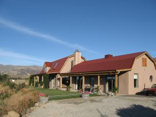 Ardgour Strawbale cottage bed and breakfast - Cromwell vacation rentals