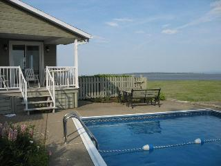 On the shores of St-Lawrence riv. Quebec city area - Quebec City vacation rentals