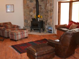 Quiet Outdoorsman Paradise on St Vrain Trail - Mancos vacation rentals