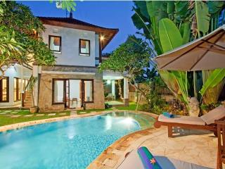 Ombak 3, a surfer heaven in Bali, close to beach - Canggu vacation rentals