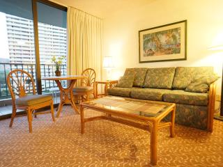 WAIKIKI. MODERN INTERIOR. FREE PARKING & WIFI - Honolulu vacation rentals