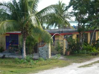 3 Q-bed Home S of Bacalar, Mex & just N of Belize - Bacalar vacation rentals