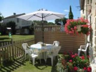 Verdhello's garden - Child friendly gites with heated pool in SW France - Gibourne - rentals