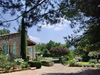 Villa St Aubin - 3 bedrooms, pool, spa and garden. - Lacoste vacation rentals