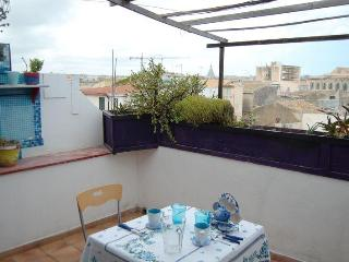 Siracusa, Lovely Apartment With Terrace In Ortigia - Syracuse vacation rentals