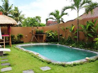 2BR Pool Villa @Seminyak w/bicycle 1km to Beach! - Kerobokan vacation rentals