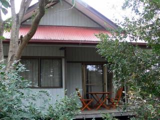 Beachside Couples Cottage - Quiet And Romantic - Airlie Beach vacation rentals