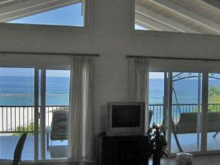 Kahaluu Beach Holmes - 300 Ft to the Beach - Keauhou vacation rentals