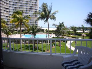 Lovely Marco Beachfront Condo  w/Southern Exposure - Marco Island vacation rentals