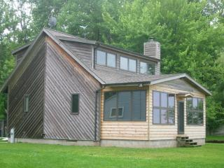 Partridge Lake, Fremont WI 2 bedroom lake home - Fremont vacation rentals