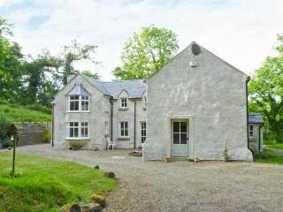 GLEN ALTO, woodburner & open fire, pet-friendly, Sky TV, beautiful woodland setting, near Inistioge, Ref. 30503 - County Kilkenny vacation rentals