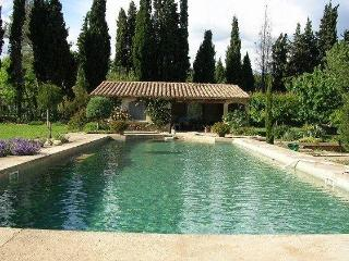 Beautiful guest room in Provence with huge pool - Le Paradou vacation rentals