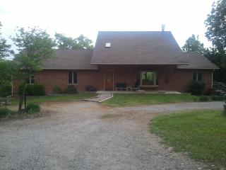Ozarks, lake, remote getaway with pool and hot tub - Pontiac vacation rentals