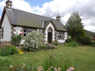 Spacious 2 bedroom cottage in popular holiday area - Blairgowrie vacation rentals