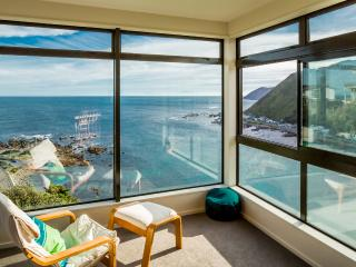 Amazing ocean views, so close to CBD, space, sun! - Wellington vacation rentals