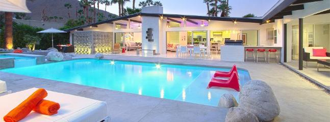 Backyard at dusk. It's like having your own private resort! Great lighting - Luxury Mid-Century Modern Palm Springs Estate - Palm Springs - rentals