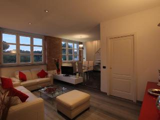HF COLOSSEO LUXURY APARTMENT - Rome vacation rentals