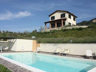 6 sleeps, villa with pool, fine view of the valley - Pergola vacation rentals