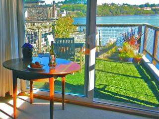 Sausalito, Beautiful Houseboat Apartment - Sausalito vacation rentals