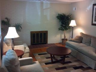 Large 4 bedrm corporate house in Suburban Maryland - New Carrollton vacation rentals