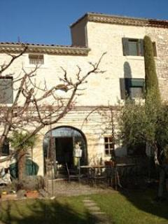 Exterior view from garden - 4-bed luxury house in Vaucluse, south of France - Vaucluse - rentals