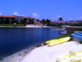 3 bedroom Luxury condo -Lagoon of Puerto Aventuras - Puerto Aventuras vacation rentals