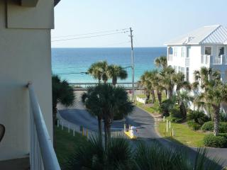 Maravilla Condo - 2BR/2BA Top Floor - Pet Friendly - Miramar Beach vacation rentals