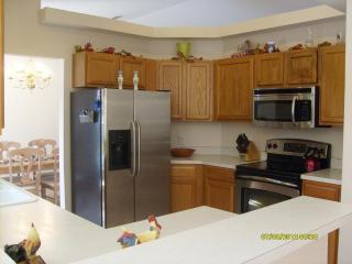 4 bdrm, sleeps 10+, 9.8 mi to DISNEY!  Great Rates - Davenport vacation rentals
