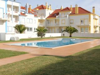 Beautiful 1 bedroom condo with swimming Pool - Baleal vacation rentals