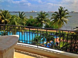 Cozy Apartment in Hotel Zone - Cancun vacation rentals