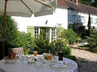 Romantic & elegant Cottage - Le Clos de la Rose - Paris vacation rentals