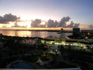 Beach Apartment central at the Hotel Zone - Cancun vacation rentals