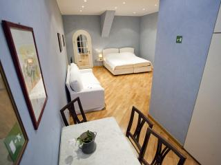 Right in the heart of Spanish Steps ! - Rome vacation rentals